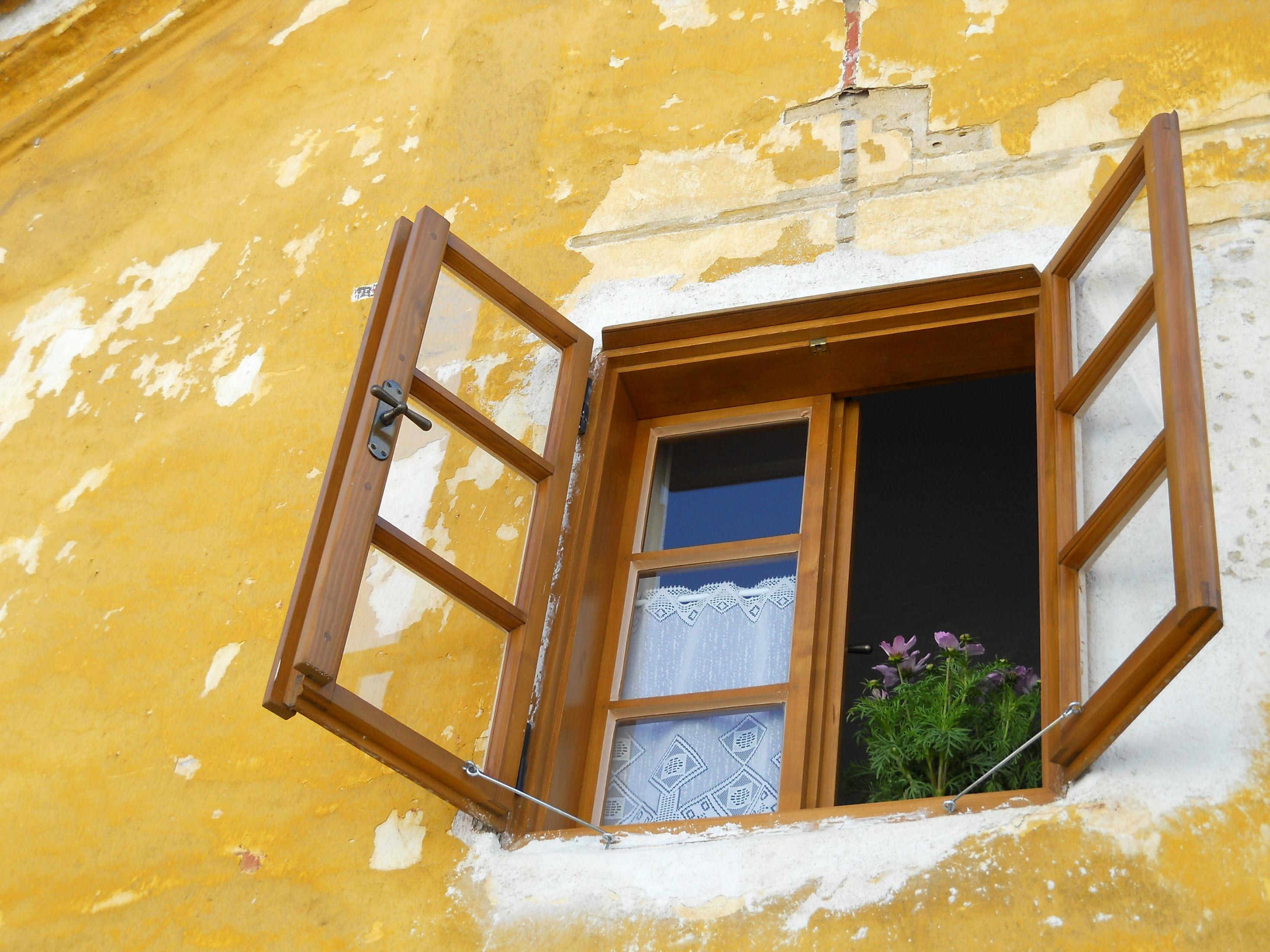 Как утеплить старые двойные деревянные окна на зиму своими руками